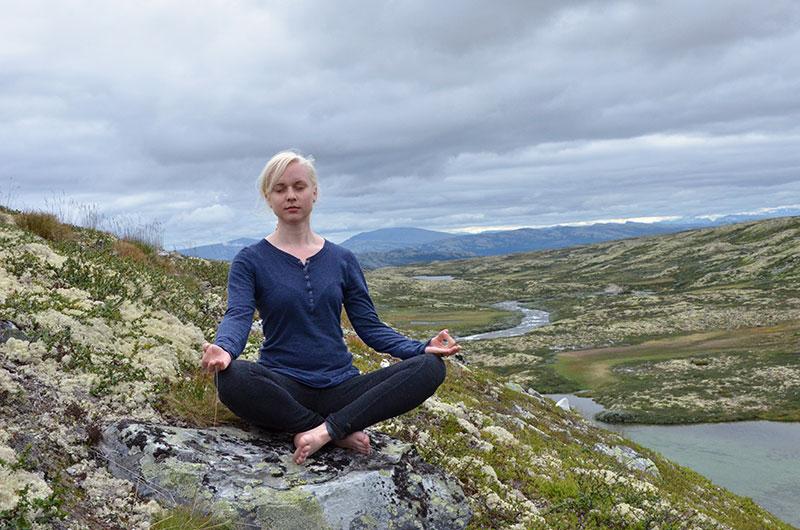 yoga_mid